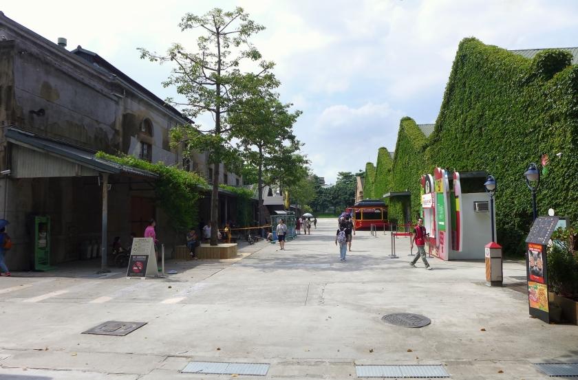 Huashan_1914_Creative_Park_Art_Boulevard_2015.jpg