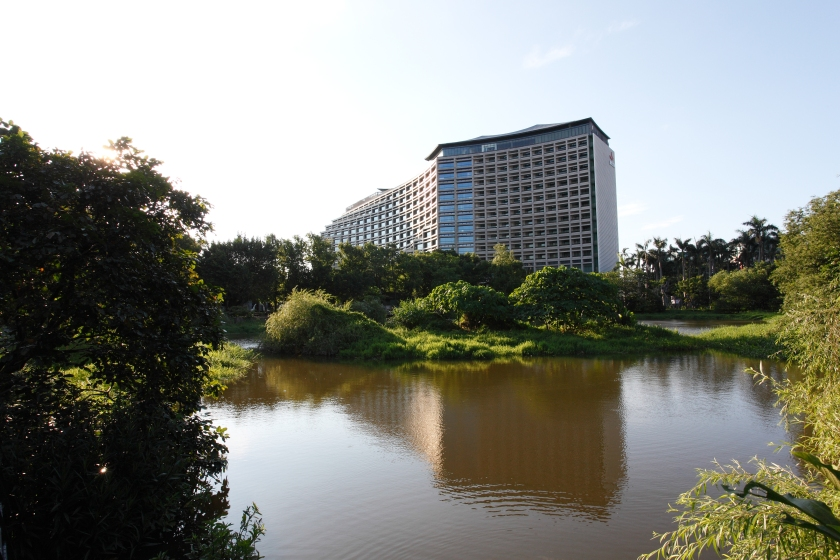 Songshan_Cultural_and_Creative_Park_pond_and_Taipei_New_Horizon_20170715.jpg